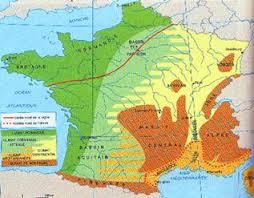 Франция На остальной территории Франции осадки распределены более равномерно их сумма на равнинах 600 тысяч миллиметров в горах до 2000 2500 миллиметров в год