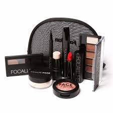 plete set of makeup kit with 8 items included and bag