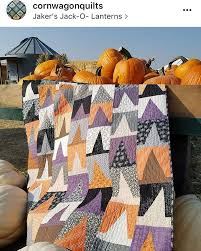 Totally digging this Mod Witchery quilt by Emily Herrick ... & Totally digging this Mod Witchery quilt by Emily Herrick @crazyoldladies  based on the Holiday Patchwork Adamdwight.com