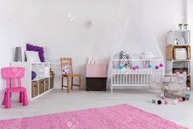 Nette Rosa Und Weißen Schlafzimmer Für Kleines Baby Entwickelt An