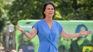 She has been married to daniel holefleisch since 2007. Annalena Baerbock Im Wahlkampf Umfragen Aufreger Programm So Lauft Es Fur Die Grunen Kandidatin