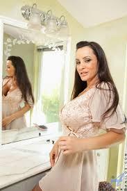 Busty Mature Pornstar Lisa Ann Pichunter