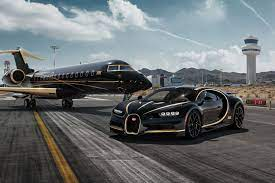 Replacing the outgoing veyron, the chiron ups the ante even more to reach heights never before seen for a mass produced road car. Bugatti Chiron Bugatti Chiron Bugatti Chiron Black Sports Cars Luxury