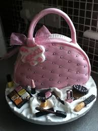Making edible makeup cake decorations may seem like something only a professional baker can do, but it is actually quite easy! Coolest Bag With Make Up Cake