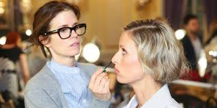 whether you re a makeup artist yourself or just want to step up your own knowledge about how to achieve certain looks it makes sense to follow some of top