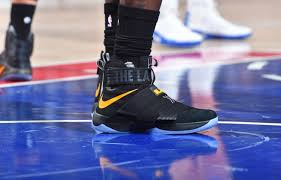 lebron james shoes soldier 10 camo. lebron james wearing a black/yellow the land nike soldier 10 pe shoes lebron camo