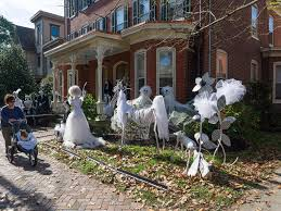 Outside Window Decorations Ideas 41 Spooky House Decor For Halloween Halloween Window