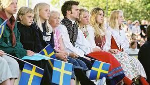 Sverige blev ett självständigt land den 6e juni då kalmarunion upphörde och gustav vasa valdes till kung. Sveriges Nationaldag Nordiska Museet