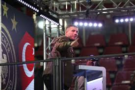 Famed for his powerful and accurate left foot, he is known for his explosive shot, technique and. Tv Hammer Um Podolski Rtl Will Poldi Fur Das Supertalent Holen