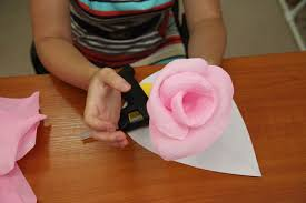 how to diy giant crepe paper flower 15