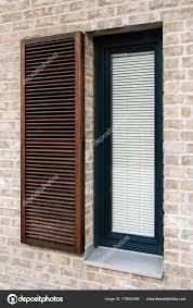 Vorhänge Modernen Fenster Detail Auf Modernen Backsteinfassade Mit
