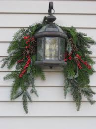 Outdoor Christmas Decorating Love This Lantern And Swag Look For Outdoor Decorating