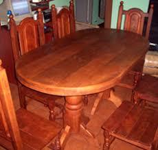 mesa oval de algarrobo