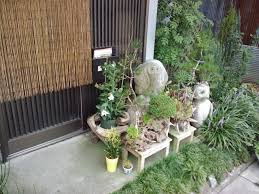 this beautiful little garden is located in front of a home on a relatively busy street in otawara tochigi ken