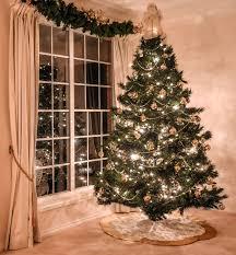 Attaching Christmas Lights Inside Windows 8 Christmas Decoration Hanging Hacks How To Hang Garland