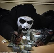 floyd mayweather shows off his terrifying dead presidents costume