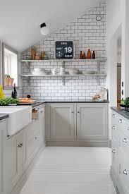 Como o rejunte é um produto mais maleável que o porcelanato ou a cerâmica, ele facilita a troca das peças no. Rejunte Preto Azulejo Branco Cozinha Decordots Alvhem Makleri Blog Tendtudo