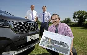 announcing the shelbourne motors partnership with kia are from left nigel flude regional franchising manager at kia motors uk with shelbourne s