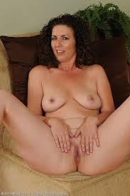 Mature nude amateur brunette