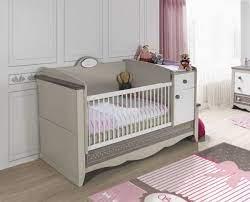 Werdenden eltern fällt die auswahl eines passenden babybettes häufig schwer, da sie sich mit einer vielfältigen produktauswahl. Babybett Mit Wickeltisch Inkl Matratze Candy Online Furnart