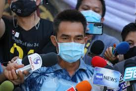แฟนคลับเฮ ลุงพล ผู้ต้องหาคดีการตายของ น้องชมพู่ รอดไม่ต้องนอนคุก หลังศาลจังหวัดมุกดาหาร อนุญาตให้ประกันตัวชั่วคราว พร้อมตีหลักทรัพย์. 5m Gr03oehm M