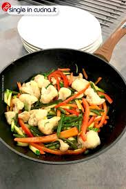 Wok di noodles con verdure - NOI SINGLE IN CUCINA