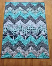 8 Fat Quarter Friendly Quilt Patterns – Quilting & 3- Chevron Quilt Tutorial from Quiltylicious Adamdwight.com