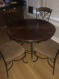 round dining table with four chairs for in lake oswego or offerup