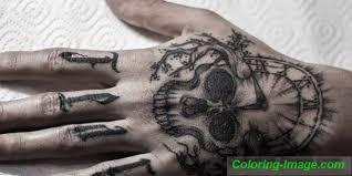 Zápěstí Tetování Což Je Lepší Nasekat Dívku Nebo Muže