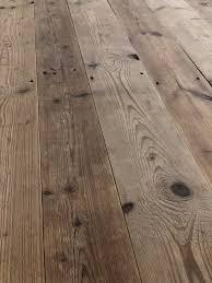Wer ein gespür für das echte hat, kann sich der ausstrahlung alten holzes nicht entziehen. Tiroler Holzboden Holzboden Dielenboden Turen Und Boden