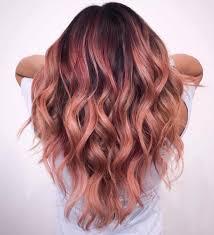 aggiungete un po di eleganza ai capelli scuri incorporando alcuni punti di bage oro rosa intrecciati liberamente attraverso le punte