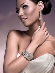 the glam bridal earring giveaway with tejani sponsored giveaway Wedding Jewelry Tejani tejani model image weddingbee jewelry tejani