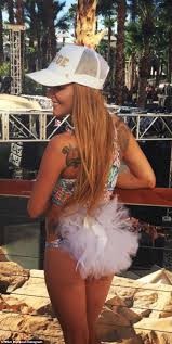 Maci Bookout twerks in bikini during blowout Bachelorette weekend.