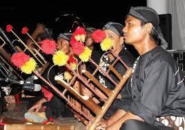Keunikan alat musik dari daerah kalimantan timur. 8 Alat Musik Tradisional Jawa Timur Yang Kamu Harus Tahu Bukareview