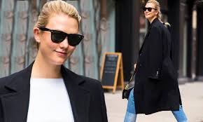 Karlie Kloss flashes a smile as she models long black coat in NYC | Daily  Mail Online