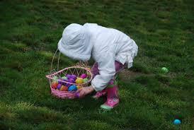 Znalezione obrazy dla zapytania grafika wielkanocne zabawy z jajkami