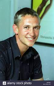 Gary Lineker TV-Moderatorin Fußballspieler August 1999 mirropix  Stockfotografie - Alamy