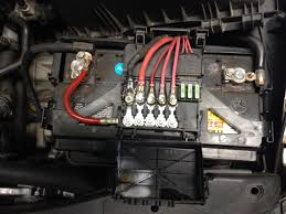 above the battery fuse box wiring diagrams best melted fuse block on battery s177 tdiclub forums battery voltage regulator above the battery fuse box