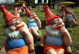 g noooooooomes garden gnome liberation front did you know there was such a thing appaly it s a group of crazy people in europe whose mission is to