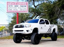Toyota-Tacoma-lifted-profile.jpg