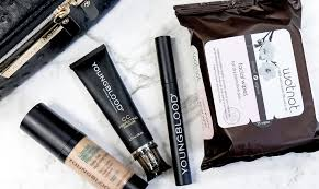 beauty essentials you need in your makeup bag featured image
