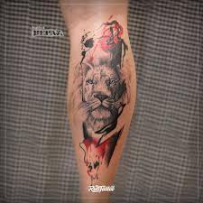 фото татуировки лев в стиле трэш полька татуировки на голени