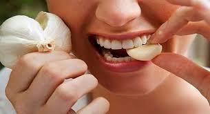 استخدم الطب البديل لعلاج تسوس الاسنان بالقرنفل والثوم - اليوم السابع