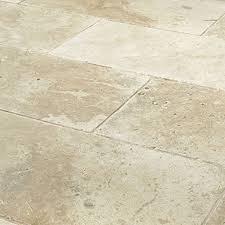 savannah tumbled travertine floor and wall tiles image 2 marshalls tile and stone interiors