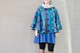 diy poncho with an easy tutorial to follow check it out perfect for fall