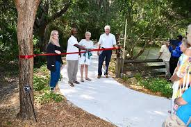 the project was primarily funded by donations the florida botanical gardens foundation collects during the annual holiday lights event