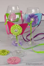 wine glass holder necklace hands free means it s easier to take advantage of the appetizer table or ping and since this is a craft lightning