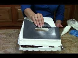 Cake Decorating How to Ice a 1 2 Sheet Cake In Butter Cream