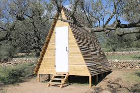 Wood Pallet House For Rent A Frame Cabin Tiny Pallet House Diy Low Cost Pallet