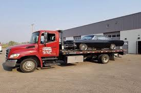 5 Factors to Consider When Hiring an emergency towing service provider -  The Calgary Towing